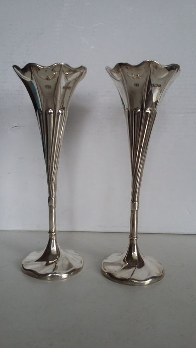 Pair Of Silver Spill Vases Henry Wilkinson Sheffield 1906 Catawiki