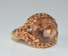Swarovski - Gold-coloured ring, set with sparkling crystals.