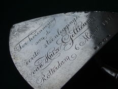 Silver trowel to commemorate the first stone laying of Huize Gellicum, Rotterdam, March 6th 1937, by Zilverfabriek Voorschoten, the Netherlands, 1936