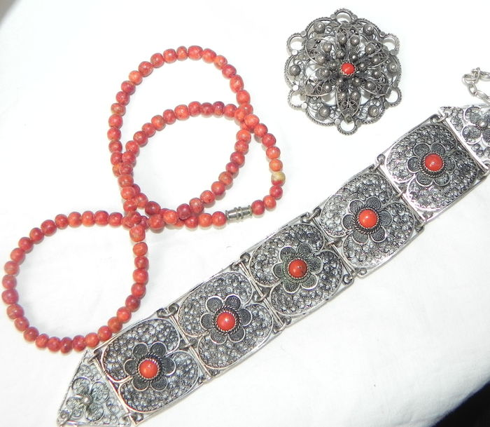Jewellery set (from China?) Real filigree coral silver jewellery  - Catawiki