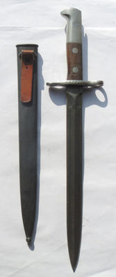 Swiss long model 1918 early bayonet with sheath in excellent condition. You will not find a better one.
