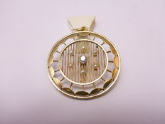 Gold pendant with diamond and pearl