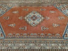 "Milas – 285 x 190 cm – ""Persian carpet in a beautiful condition""."