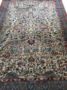 Antique Tehran, extremely fine, late 19th century, natural colours, signed (Farmayeshi), 307 x 210 cm