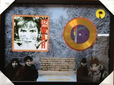"""Very Collectable U2 Gold Plated CD Display """"War""""  -  Including  4 Signatures in Print"""