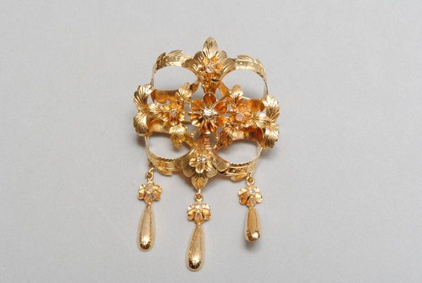 18 kt yellow gold brooch