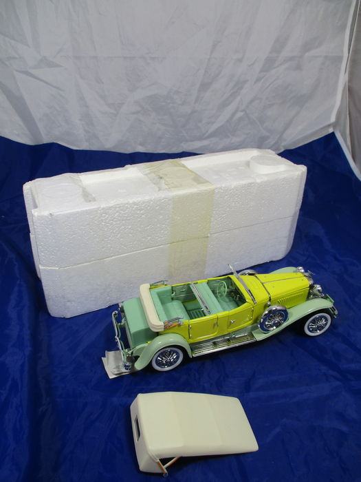 Franklin Mint - Scale 1/24 - 1930 Duesenberg J Tourster/Phaeton by Derham - Yellow & Green (Discontinued)