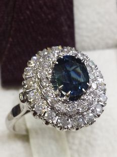 Gold ring with one sapphire and thirty diamonds