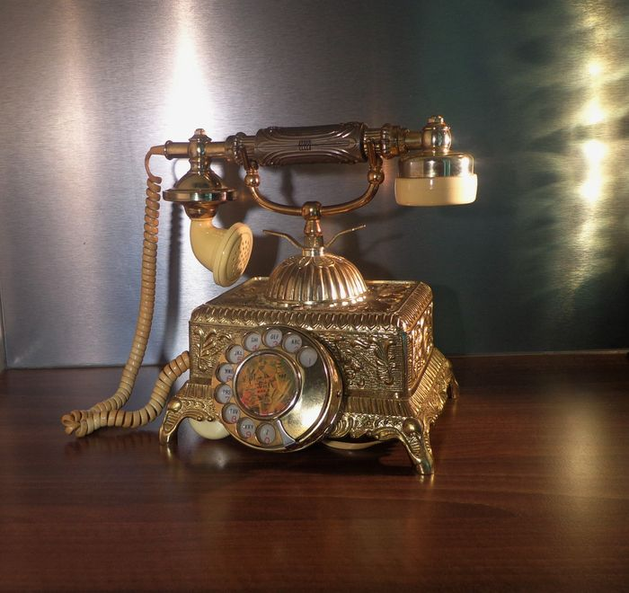 Antique victorian telephone wonderful decorative piece for Antique decoration pieces