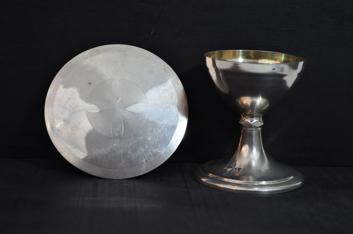 Travel chalice and its paten - France