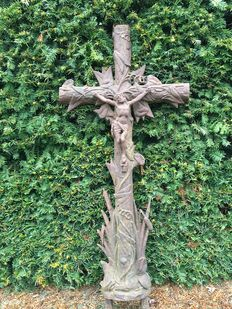 Big and heavy performed cast iron grave cross with Jesus on the cross - late 20th century.