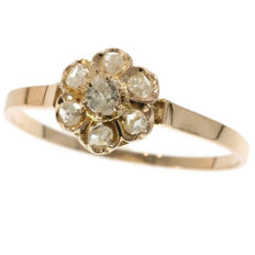 Adorable red gold Victorian ring with flower shaped diamond cluster - France anno 1870
