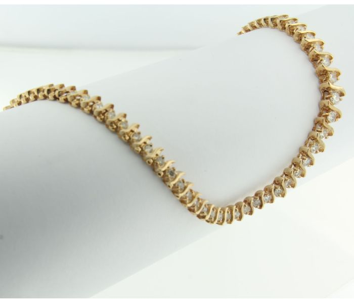 14 kt gold eternity necklace with 107 brilliant cut diamonds, length 42 cm