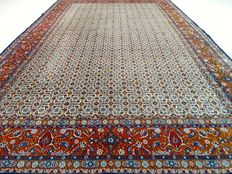 "Maud – 309 x 203 cm – ""Persian carpet with silk in beautiful condition""."