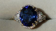 Dark blue Tanzanite Gold Ring With Diamonds