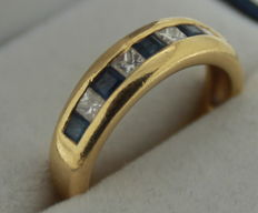 Yellow gold ring 18 karat with sapphire and diamond – ring size: 17.25.