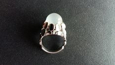 White gold ladies' ring with moonstone