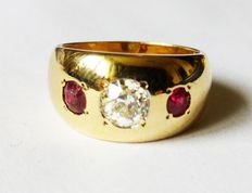 Gold ring with a diamond and 2 rubies