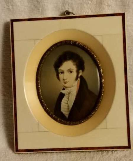 Miniature portrait of young gentleman in Biedermeier costume, in ivory frame with tortoiseshell inlay - French school - ca. 1900-20