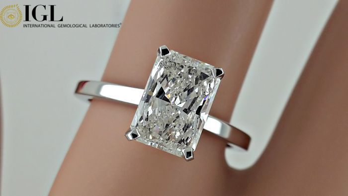 IGL 1.86 ct radiant solitaire treated diamond  ring 14 kt in white gold - size 7,5
