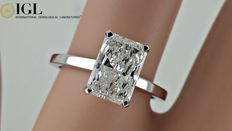 Ring met IGL 1,86 ct radiant solitaire diamant, 14 kt witgoud