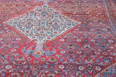 "Antique Persian Bijar room size carpet measuring 440 x 268 cm (14'4""x8'8"") circa 1880"