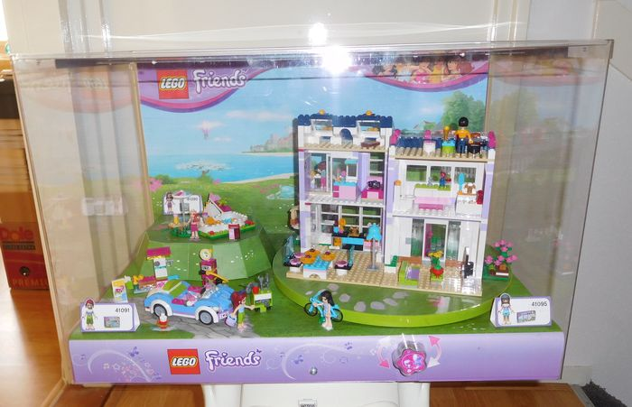 Friends display case with 41090 41091 41095 olivia for Lego friends olivia s garden pool 41090