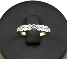 Two-tone gold ring with inlay of 7 brilliant cut diamonds totalling 0.35 ct - Ring size: 14 (Spain)