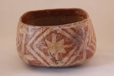 A pre-Columbian pottery bowl - diameter 17 cm