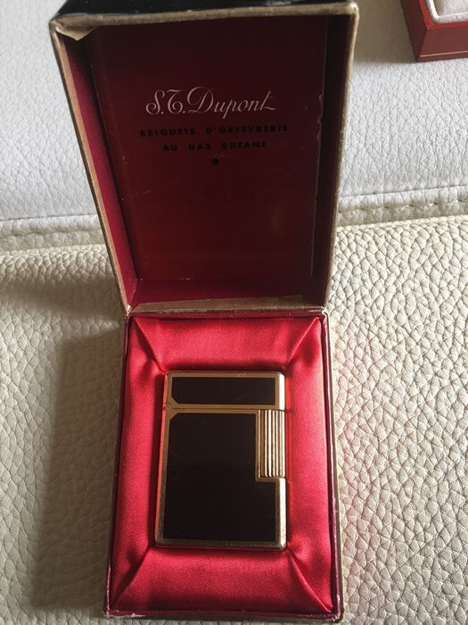 S.T. Dupont lighter -black lacquer great condition! Chinese characters