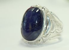 Silver men's ring, set with blue sapphire 12 ct.