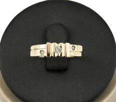 Yellow gold ring with 3 diamonds