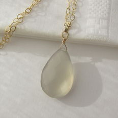 Gold necklace with large facetted grey chalcedony.