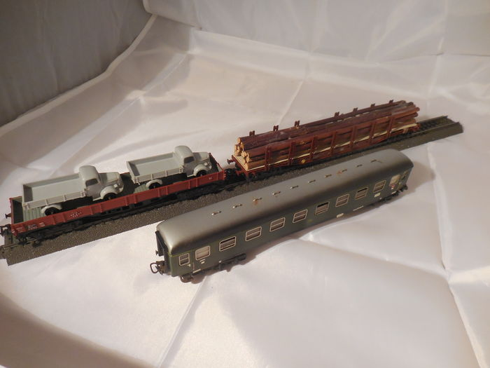 Märklin H0 - 4022/4515/4771 - low side gondola, 4-axled with 2 Mercedes lorries, express carriage with lights and 4-axled beam carriage