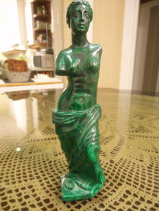 Venus of Milo - sculpture in Malachite - 19cm - 765gm