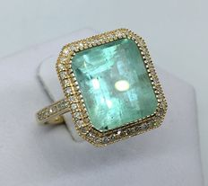 GIA certified 8.01 ct emerald ring surrounded with diamonds