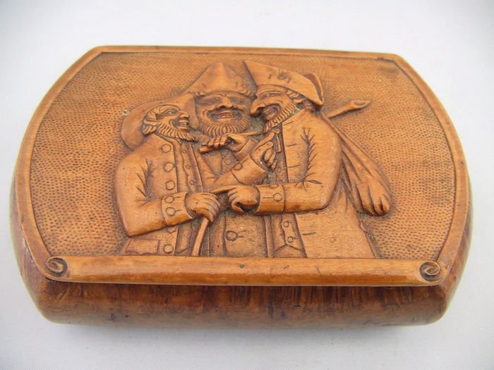 A burlwood snuffbox with relief carving of a caricature nature france