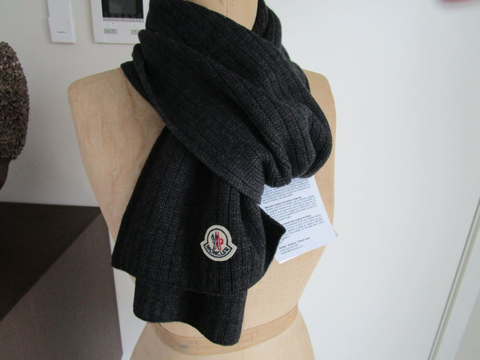 Moncler – scarf. - Catawiki 190f1fc2d41