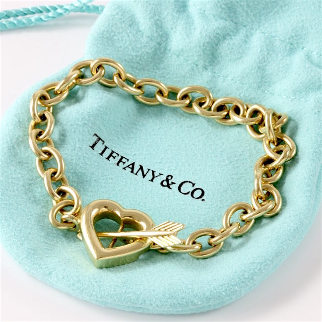 a9c752cba Tiffany & Co. - 18k Yellow Gold Chain Link Arrow & Heart Toggle Clasp  Bracelet