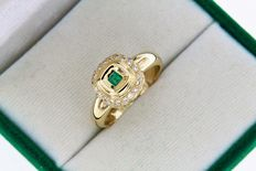 18 kt gold ring with emerald and 38 diamonds - 55 (EU).