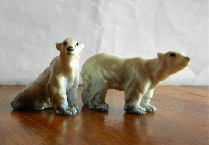 Giuseppe Granello for Cacciapuoti - Signed Painted Ceramic Polar Bears Couple