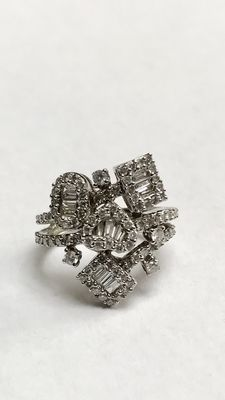 White gold ring set with brilliant cut diamonds and baguette diamond