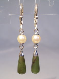 Earrings with authentic Akoya pearls and jade/nephrite droplets.
