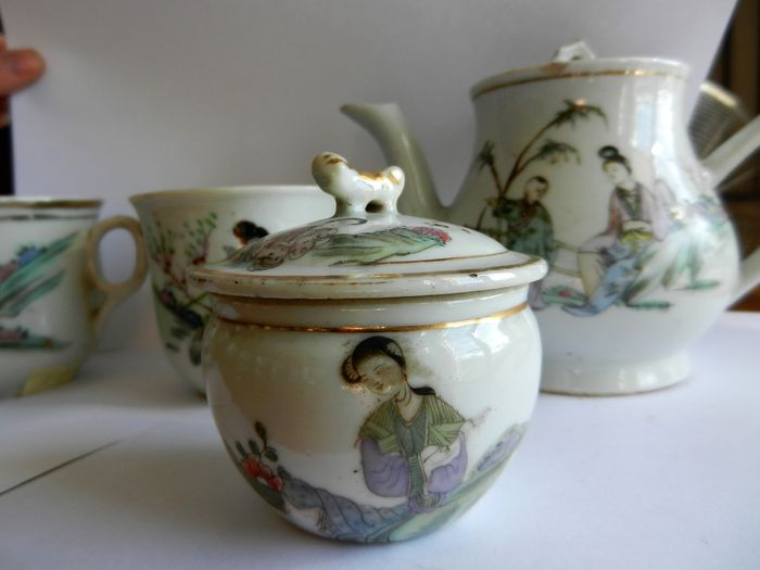 Tea service in painted porcelain - China - first half 20th Century