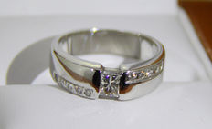 0,45 ct princess diamond ring 18 kt gold