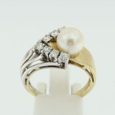 14k bicolour gold with cultured freshwater pearl and  7 diamonds ***NO RESERVE***