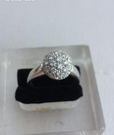 Salvini – solid white gold ring with 31 diamonds. F/G colour
