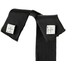 White gold earrings with square design and 8 princess-cut diamonds totalling 0.60 ct