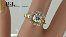 IGL 1.17 ct round diamond ring made of 18 kt yellow gold