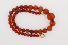 Antique amber, facetted cut, Königsberg, old Baltic amber necklace with 585 / 000 gold clasp (14 kt)